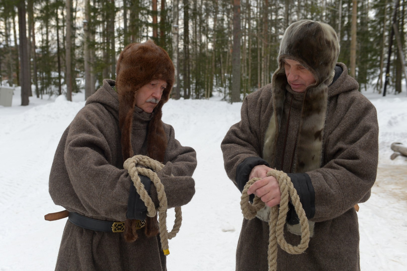 Zwei Männer während der Eröffnungszeremonie.