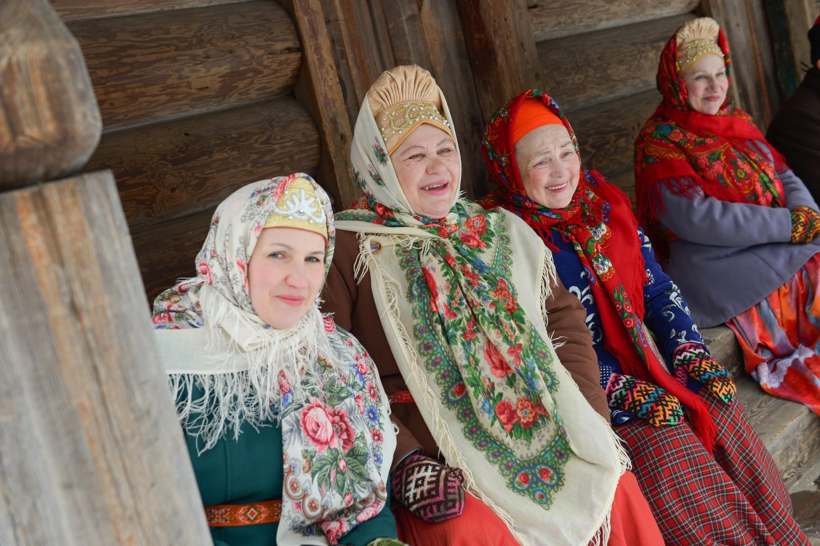 Frauen in traditioneller Kleidung.
