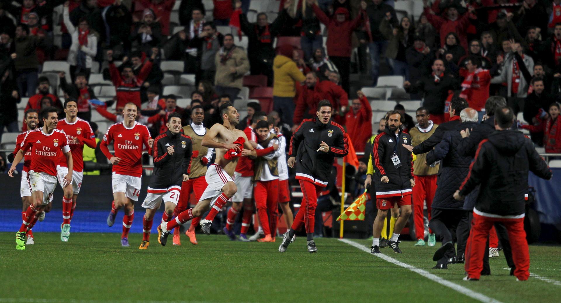 Benficas Spieler bejubeln den Siegtreffer von Jonas.
