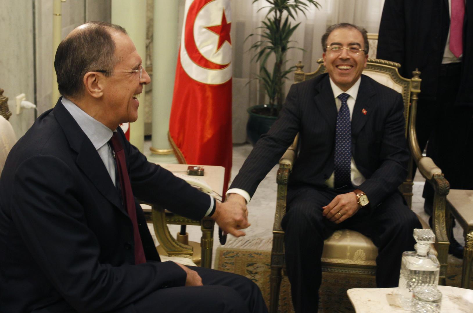 Der tunesische Außenminister Mongi Hamdi hält Händchen mit Sergei Lawrow.