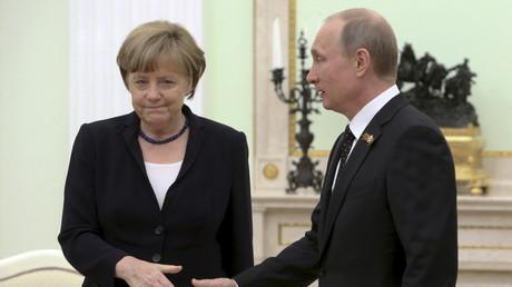 Zustimmungsraten in der Bevölkerung: Bei Merkel sinken sie, bei Putin steigen sie...
