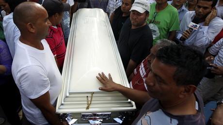 Freunde und Unterstützer begleiten die Tote Berta Caceres auf ihrem letzten Weg, Tegucigalpa, 3. März 2016.