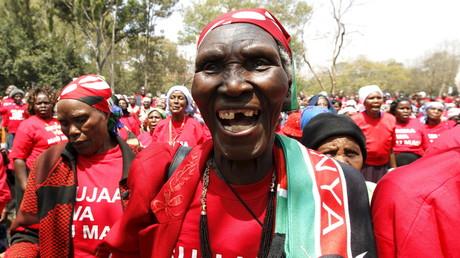 Esther Miano, 82, eine ehemalige  Mau Mau Kommandeurin und Mitglied der Veteranen Vereinigung von Mau Mau Kämpferinnen (MMWVA), während einer Gedenkveranstaltung zur kolonialen Repression durch britische Soldaten während der Besatzungszeit, Nairobi, Kenia.