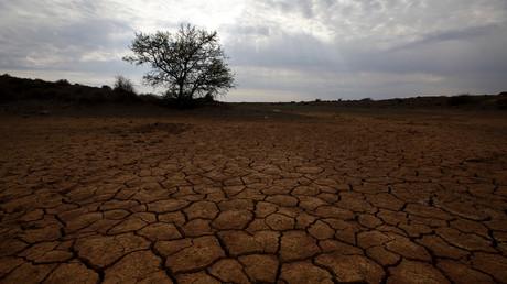 Aufgebrochene Böden in der Nähe von Aberdeen im Karoo-Becken. Das Wüstengebiet beherbergt riesige Mengen an Erdgas, die aber nur mithilfe von Fracking gefördert werden können. Woher die benötigten Wassermengen kommen sollen, ist unklar.