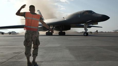 Eine Air Force B-1 startet zu einem Kampfeinsatz, January 2002, im Rahmen der
