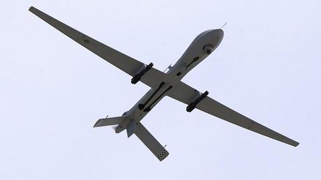 U.S. Air Force MQ-1 Predator-Drohne ausgerüstet mit zwei AGM-114 Hellfire Raketen.