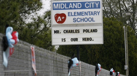 Verdächtige Parolen an Schulen sollten sofort überprüft werden.