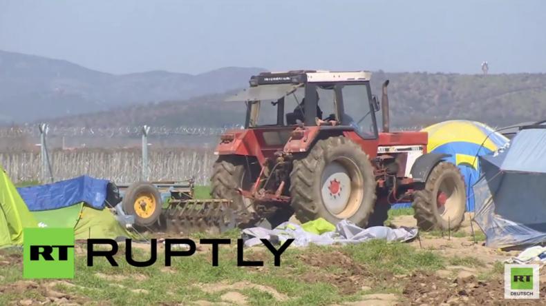 Idomeni: Mit dem Pflug durchs Zeltlager - Bauer verliert die Fassung wegen der Zelte auf seinem Land