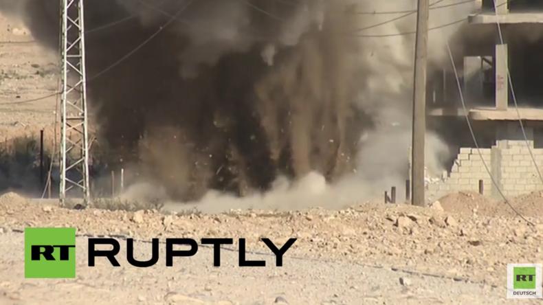 Moment der Spannung: Kräfte der Syrischen Armee lassen Mine des IS in Palmyra detonieren