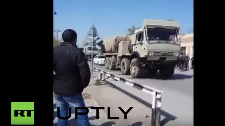 Aserbaidschan verlegt Militärfahrzeuge nach Berg-Karabach – Über 30 Menschen bei Kämpfen getötet
