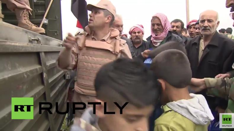 Syrien: Russische Soldaten verteilen Hilfsgüter in Kanaja
