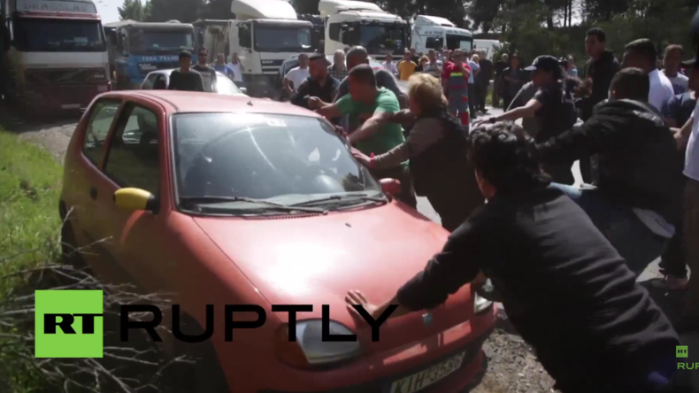 Griechenland: Flüchtlinge und Fahrer geraten aneinander - Autobahn-Blockade nahe Idomeni