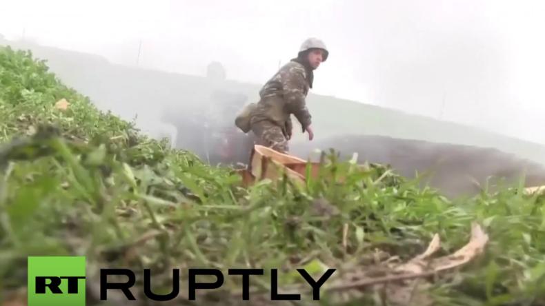 Berg-Karabach: Armenische Truppen beantworten aserbaidschanisches Manöver mit Haubitzenfeuer