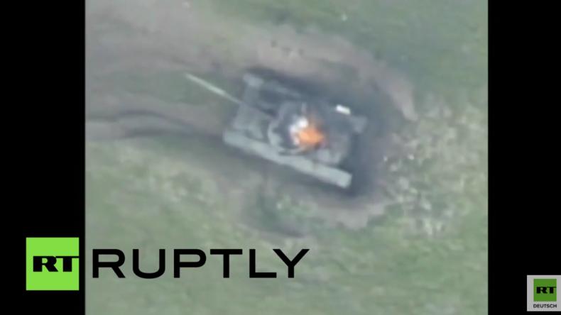 Aserbaidschan zerstört armenische Militärbasis und Panzer in Berg-Karabach