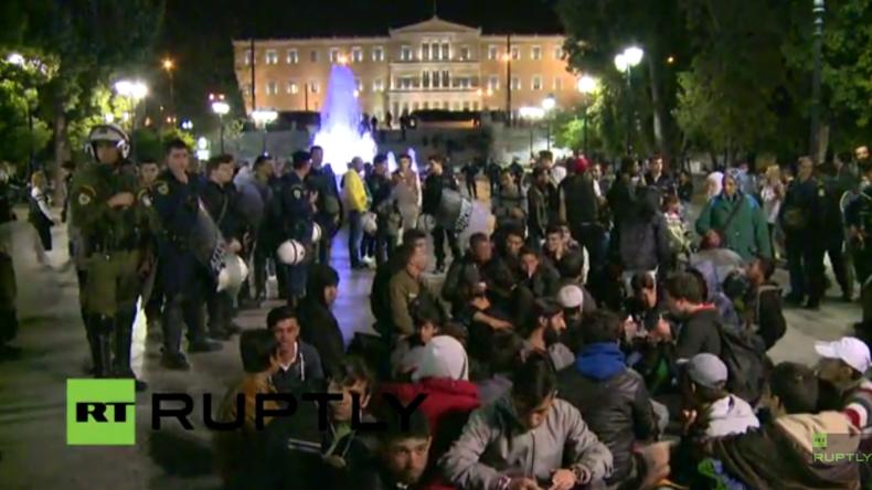 Live: Griechenland beginnt mit Räumung des provisorischen Flüchtlingscamps im Hafen von Piräus