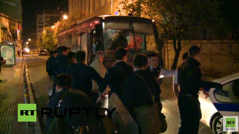 Live: Räumung des provisorischen Flüchtlingscamps in Piräus - Zusammenstöße und Verhaftungen
