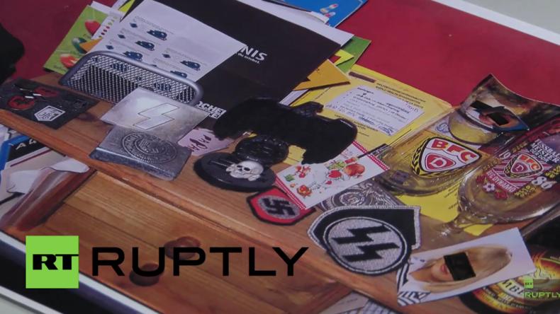 Berlin: Polizei beschlagnahmt Waffen und Nazi-Symbole bei Einsatz nach Hass-Kommentaren im Internet