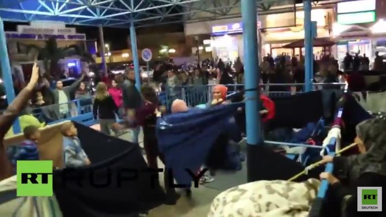 Griechenland: Flüchtlinge im Hafen von Chios – Zusammenstöße bei Räumung durch Polizei