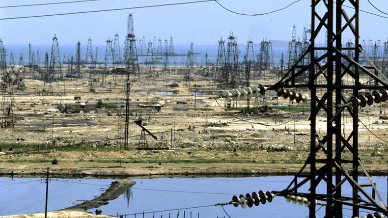 Ölfördergebiete in Baku am Scharzen Meer: Aserbaidschan bezieht 70 Prozent seiner Exporteinnahmen aus Ölexporten.