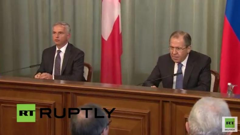 Live: Lawrow und Außenminister der Schweiz geben gemeinsame Pressekonferenz