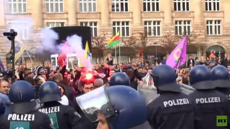 Zusammenstöße bei bundesweiten Demonstrationen von Pro-Erdogan und pro-kurdischen Anhängern