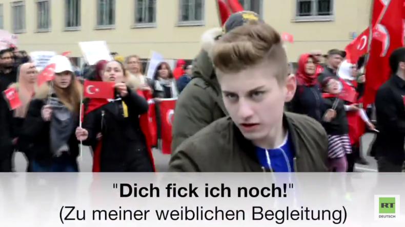 """Fick dich du Hurensohn"": Journalisten bei Demo türkischer Nationalisten in München beschimpft"