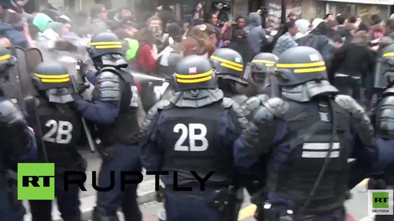 Paris: Verletzte und gewaltsame Verhaftungen bei erneuten Protesten gegen Arbeitsrechtsreform