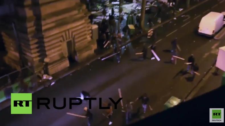 """Paris: Hunderte liefern sich heftige Straßenschlacht – """"Bürgerwehr"""" greift Flüchtlinge an"""