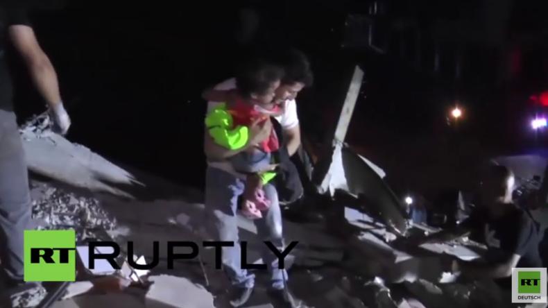 Ecuador: Bergungsarbeiten nach schwerem Erdbeben – Retter ziehen Kinder aus den Trümmern