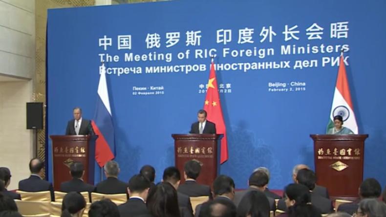 Live: Außenminister Russlands, Indiens und Chinas geben gemeinsame Pressekonferenz