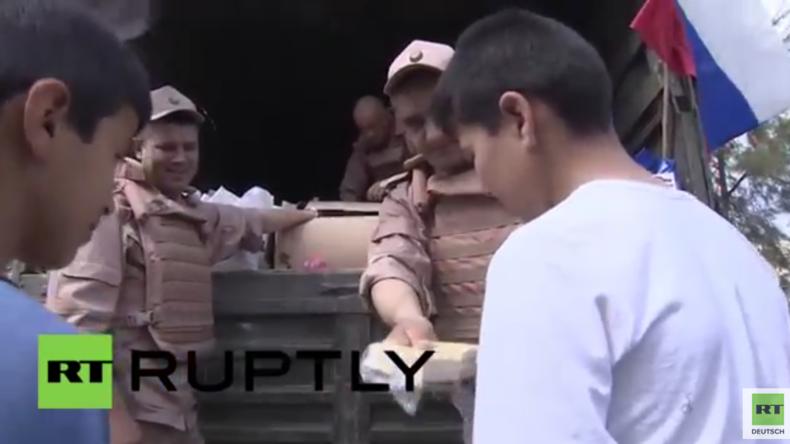 Syrien: Russische Truppen liefern über 3 Tonnen Hilfsgüter nach Latakia