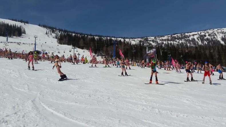 Sibirien: Hunderte Wintersportler in Bikini und Badehose stellen Rekord auf