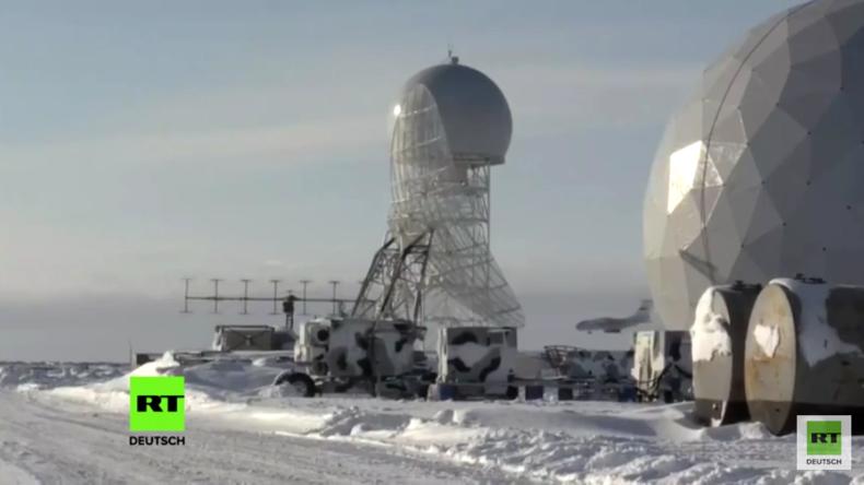 Russischer Verteidigungsminister Schoigu besucht neuen Militärstützpunkt in der Arktis