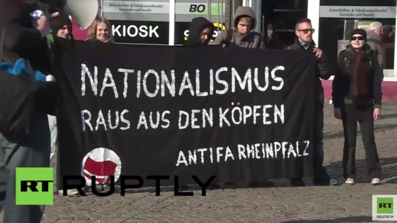 Ludwigshafen: Antifa protestiert wegen Orban-Besuch vor dem Haus von Helmut Kohl