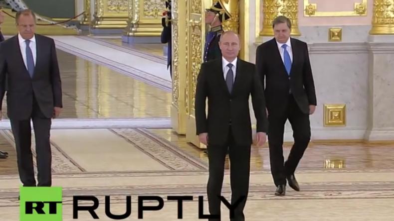 Live: Putin empfängt zeremoniell die neu entsandten Botschafter in Moskau