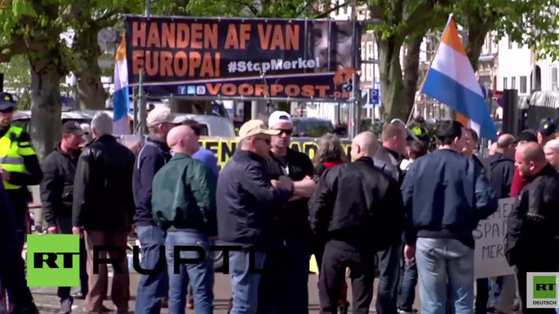 """Holland: """"Merkel muss weg!"""" – Protest gegen Preis für Kanzlerin Merkel und ihre Flüchtlingspolitik"""