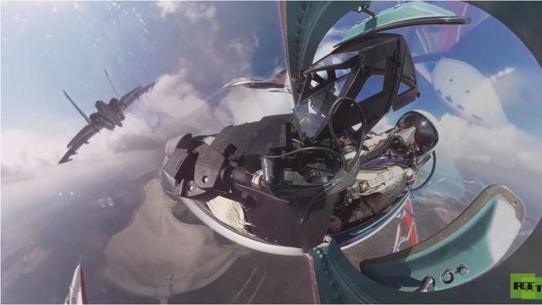 Exklusive 360 Grad-Perspektive: Cockpit-Ansicht der Probeparade zum 'Tag des Sieges' in Moskau