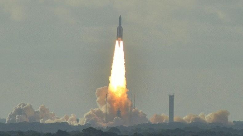 Ariane Sojuz Rakete bringt Sentinel Observations Satelliten ins Weltall