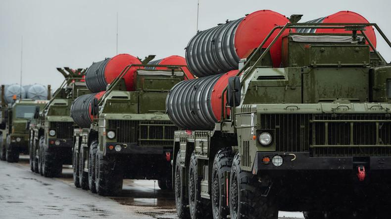 Russland und Indien unterzeichnen Vertrag zur Lieferung von Luftabwehrsystemen des Typs S-400