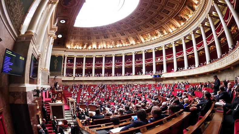 Frankreich: Parlament stimmt für Resolution zur Aufhebung der Russland-Sanktionen