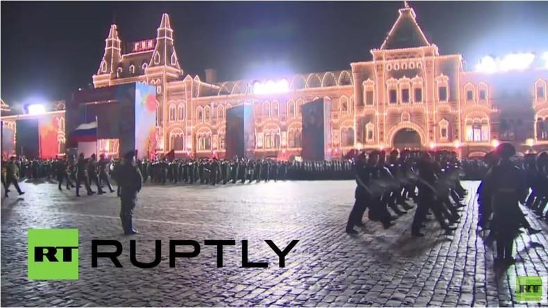 Russische Truppen proben Parade für 'Tag des Sieges' in Moskau