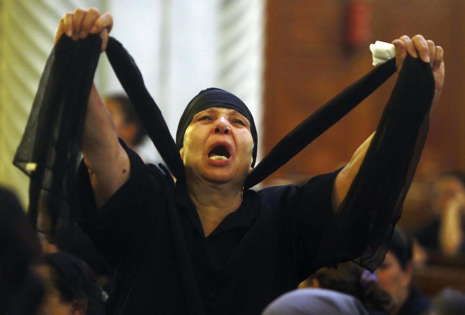 Christin in Ägypten trauert während eines Massenbegräbnisses: Soldaten hatten eine koptische Kirche beschossen, Abassaiya-Kathedrale, Kairo, Oktober 2011.