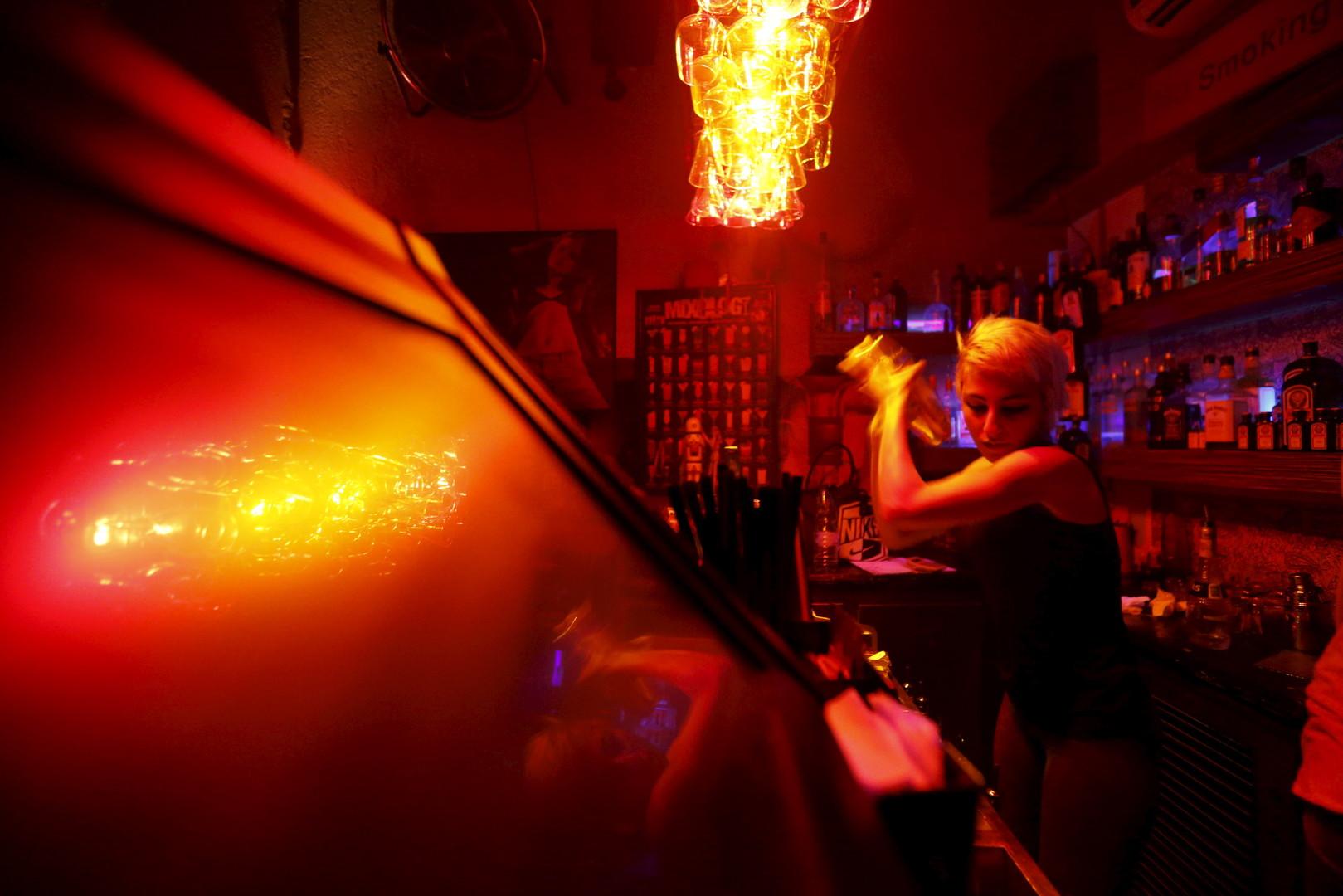 """Dana, Barkeeperin in der """"Red Bar"""", Damaskus, 11. März 2016"""
