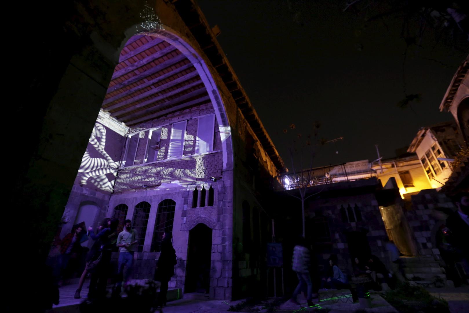 """Zwischen dem """"Nassar Pub"""" und einer Kunstgalerie wird getanzt. Damaskus, 25. März 2016"""