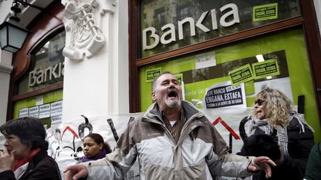 Proteste gegen Zwangsräumungen vor einer spanischen Bank