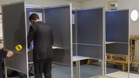 Auch der niederländische Premierminister Mark Rutte stimmt bei dem Referendum ab
