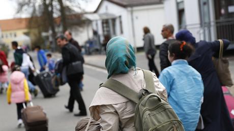 Syrische Flüchtlinge kommen in einem türkischen Camp an