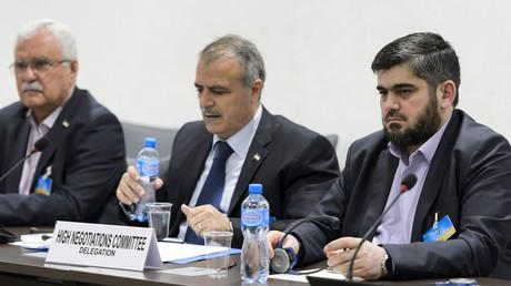 Die Gesichter des von Saudi-Arabien gegründeten 'High Negotiations Committee' (HNC): George Sabra (links), Leiter der Delegation Asaad Al-Zoubi (mitte) und Chef-Unterhändler der 'Armee der islamistischen Rebellen', Mohammed Alloush (rechts) am Wochenende in Genf, Schweiz, am 15. April 2016.