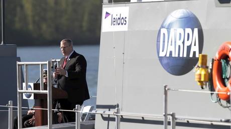 Die neueste DARPA-Entwicklung: Der stellvertretende Verteidigungsminister Robert Work stellt das Drohnen-Schiff