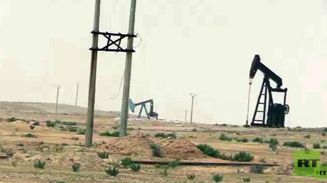 RT-Reporter besuchten das Erdölfeld Jabisah in Syrien, das vom IS befreit werden konnte